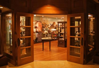 489_accents_princeville_front_of_store_9-15-11.jpg